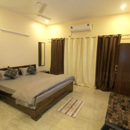 SeaView Palace - Budget AC Hotel In Tarkarli