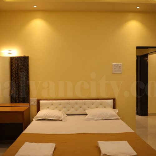 AC Rooms Near To Beach In Malvan